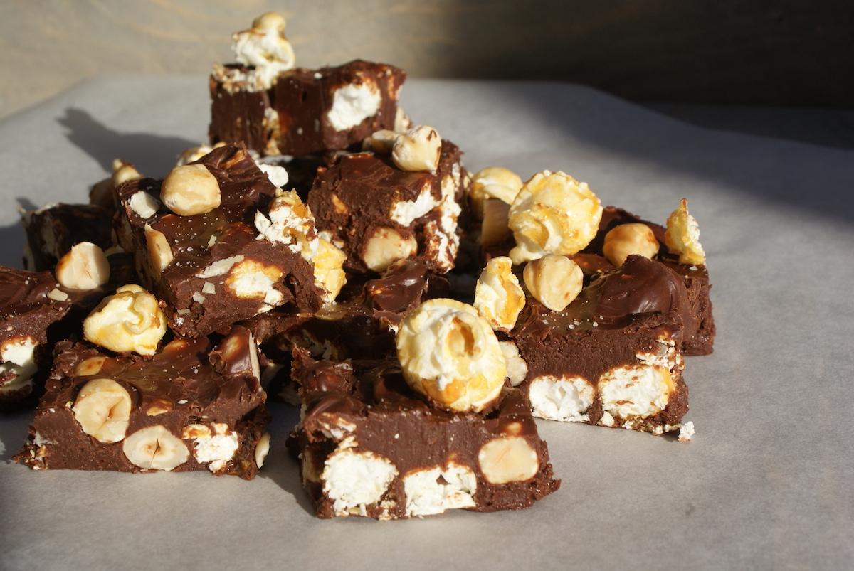 Tony's fudge met karamel popcorn en hazelnoten EEFSFOOD