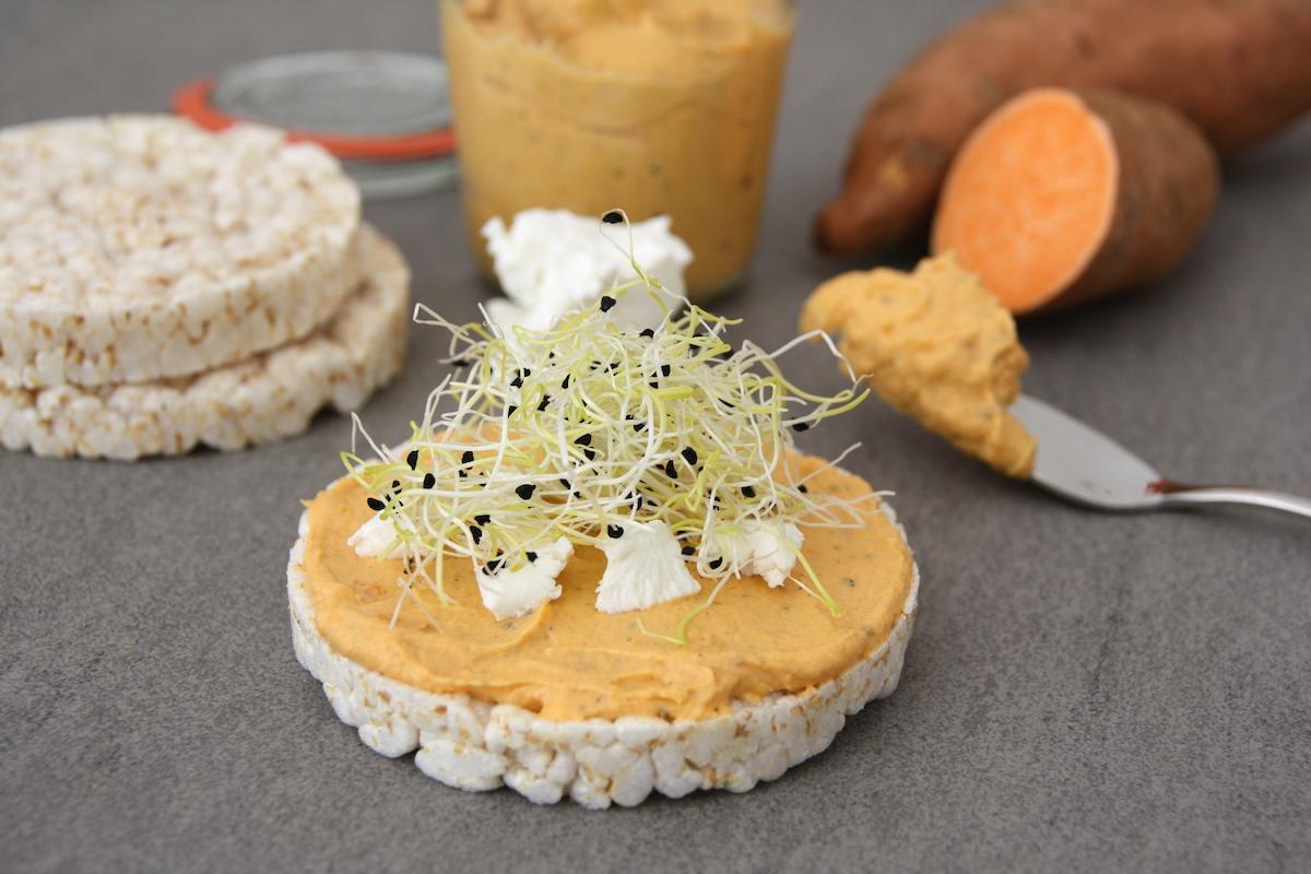 Zoete aardappel spread met geitenkaas