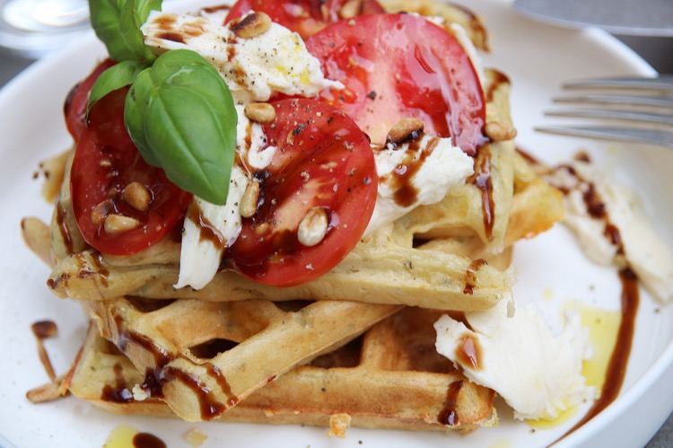 Caprese wafel close up EEFSFOOD