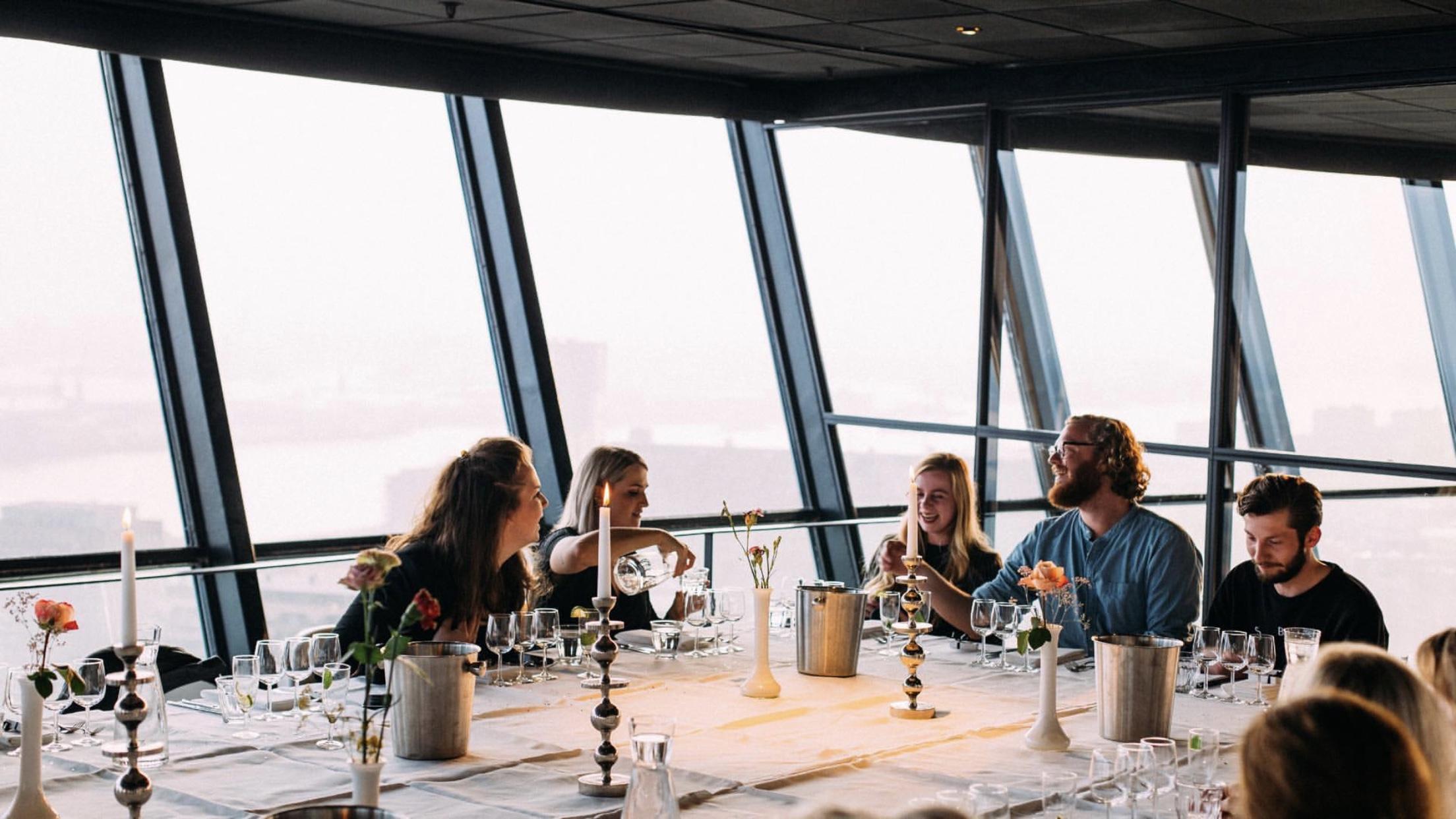 aan tafel Euromast