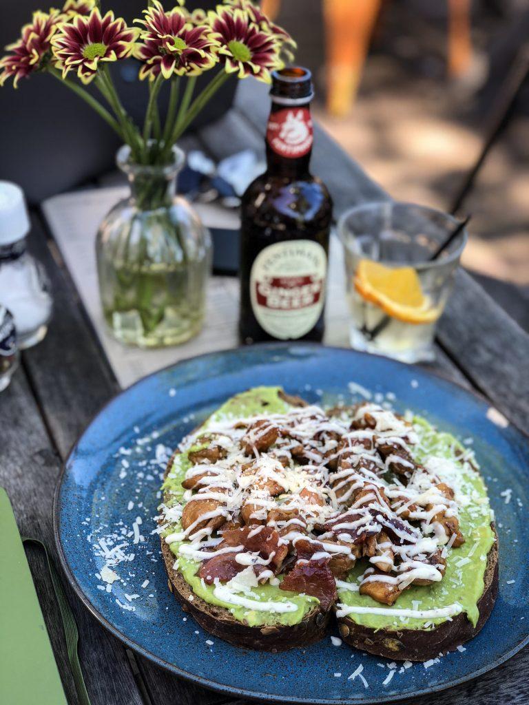 Avocado kip broodje Roos