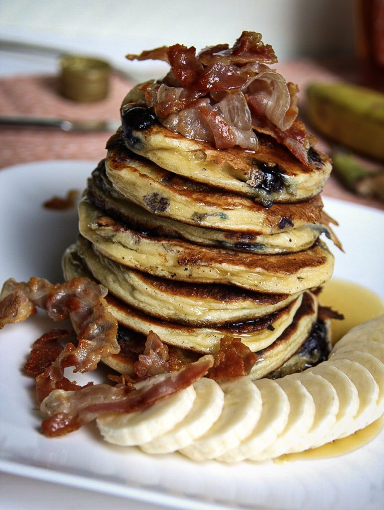 Bacon blauwe bessen pancakes