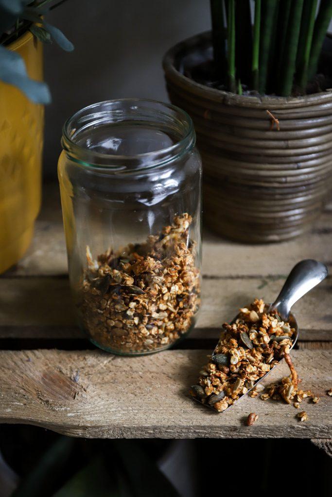 Hartige granola staant
