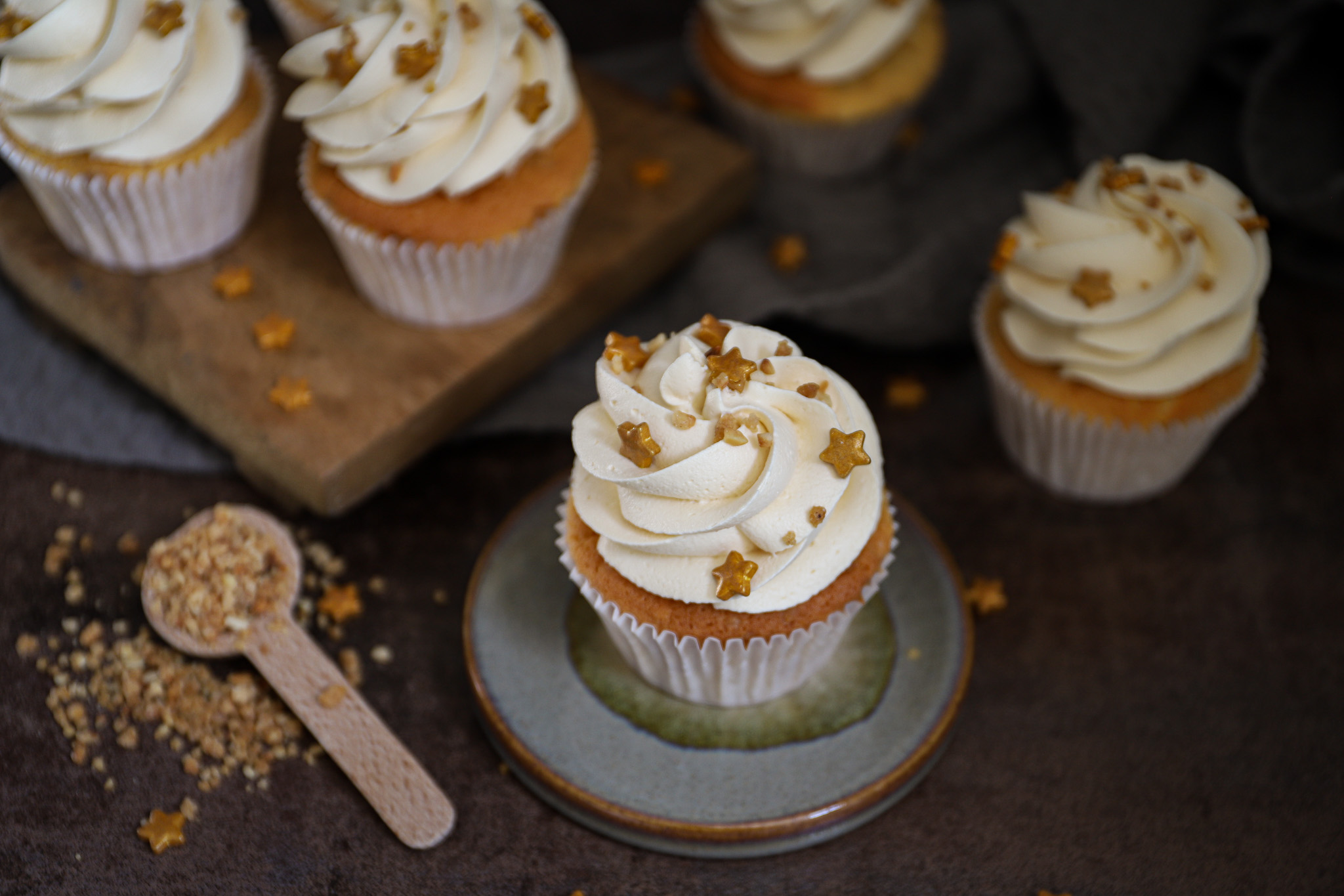 Karamel cupcakes met hazelnoot crunch