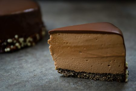 Luchtige chocoladetaart met krokante bodem