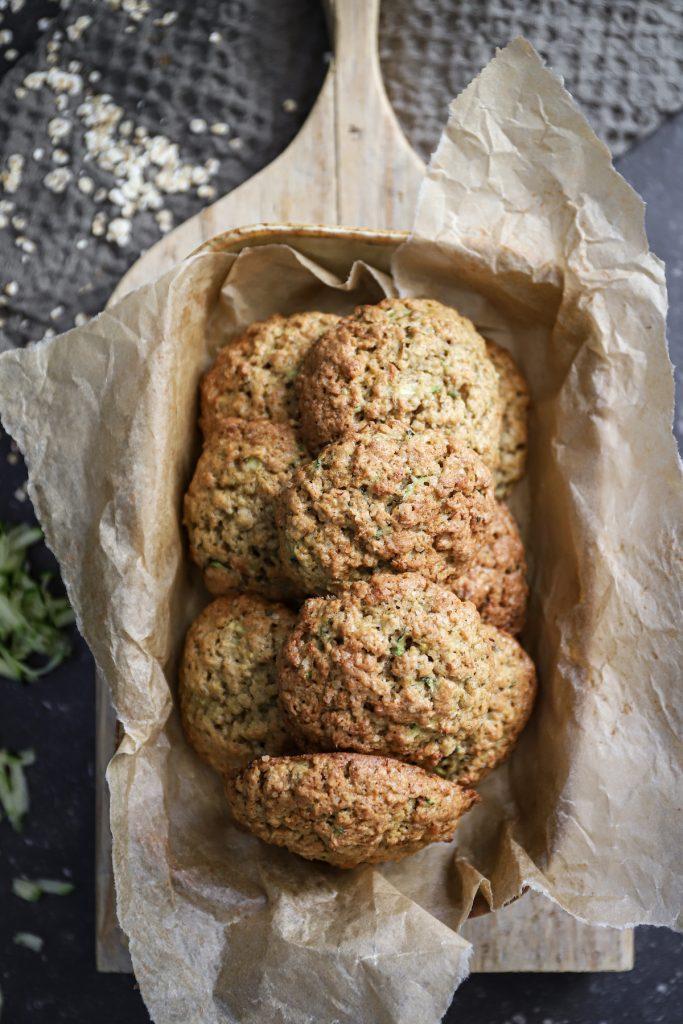 Schaal vol courgette koekjes