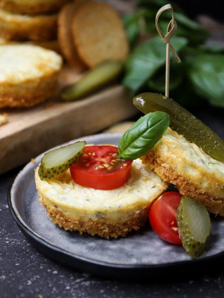 Hartige cheesecake met ui en tomaat