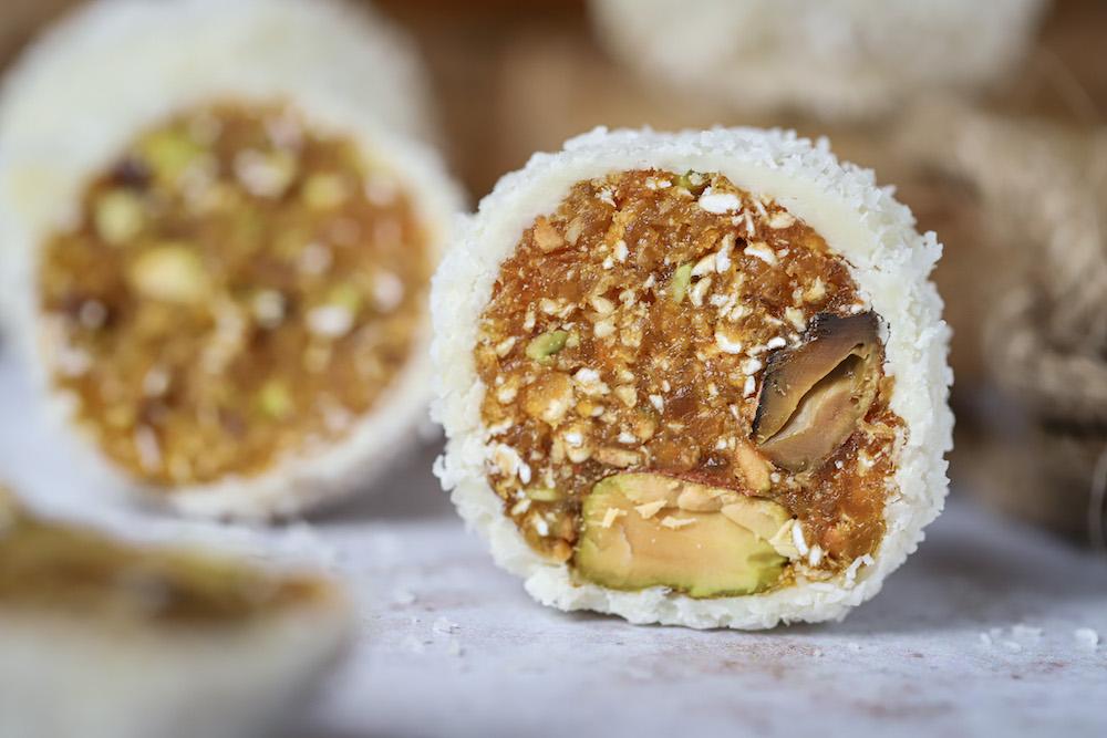 Sneeuwbal bites met abrikoos en pistache