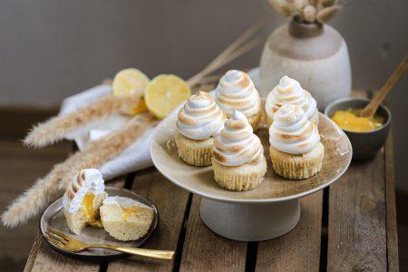 Yoghurtcakejes met lemon curd en meringue