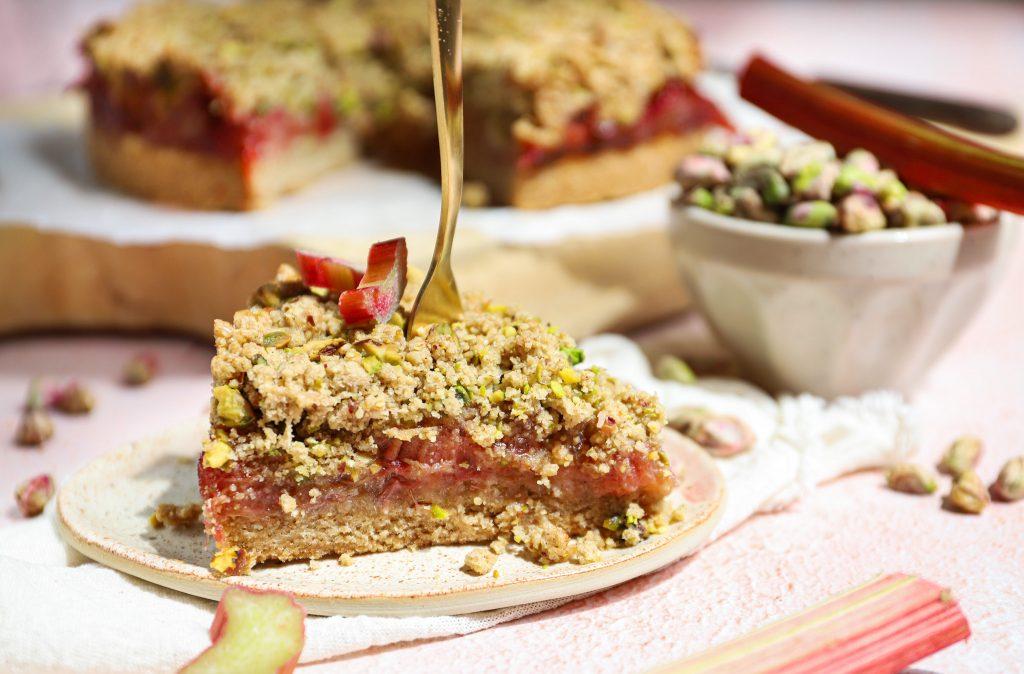 Rabarber kruimeltaart met pistache