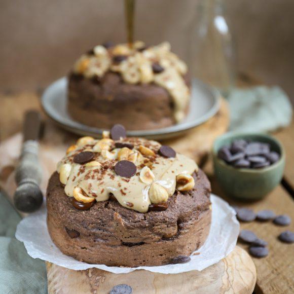 Chocolade-hazelnoot ontbijttaartje met koffie topping